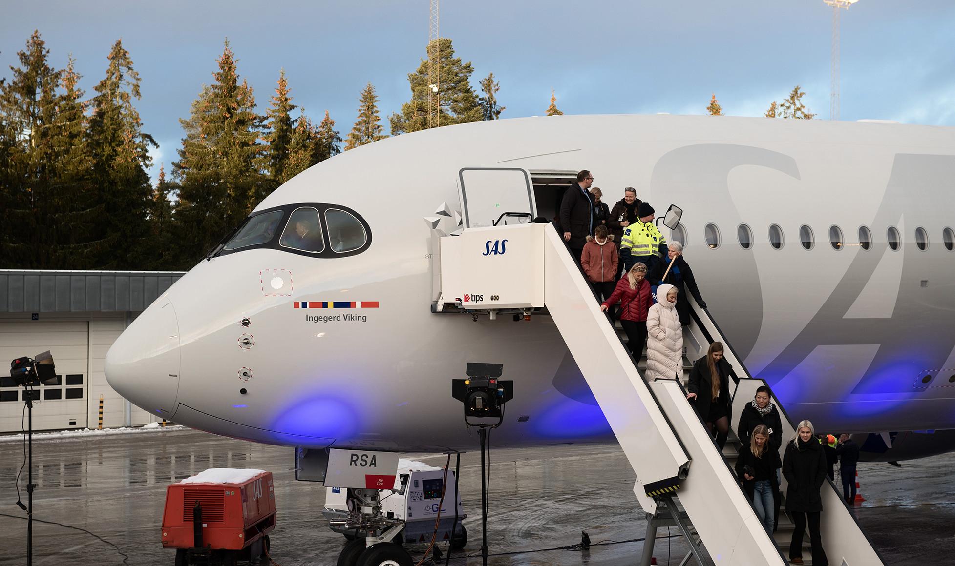 A350-8-Col_1955x1160_OSL_03
